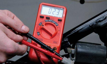 tester une bougie de moto avec un multimètre